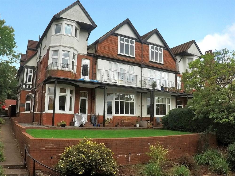 3 Bedrooms Flat for sale in Glan Y Llyn, Lake Road East, Roath Park, Cardiff.