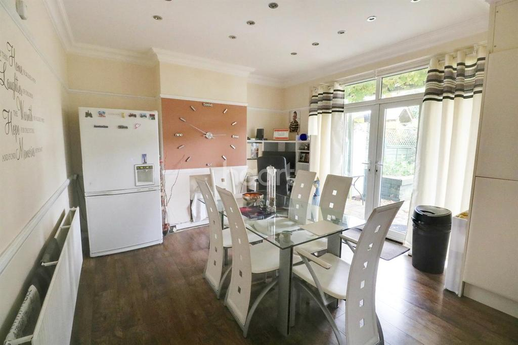 3 Bedrooms Terraced House for sale in Warminster Raod, London, SE25