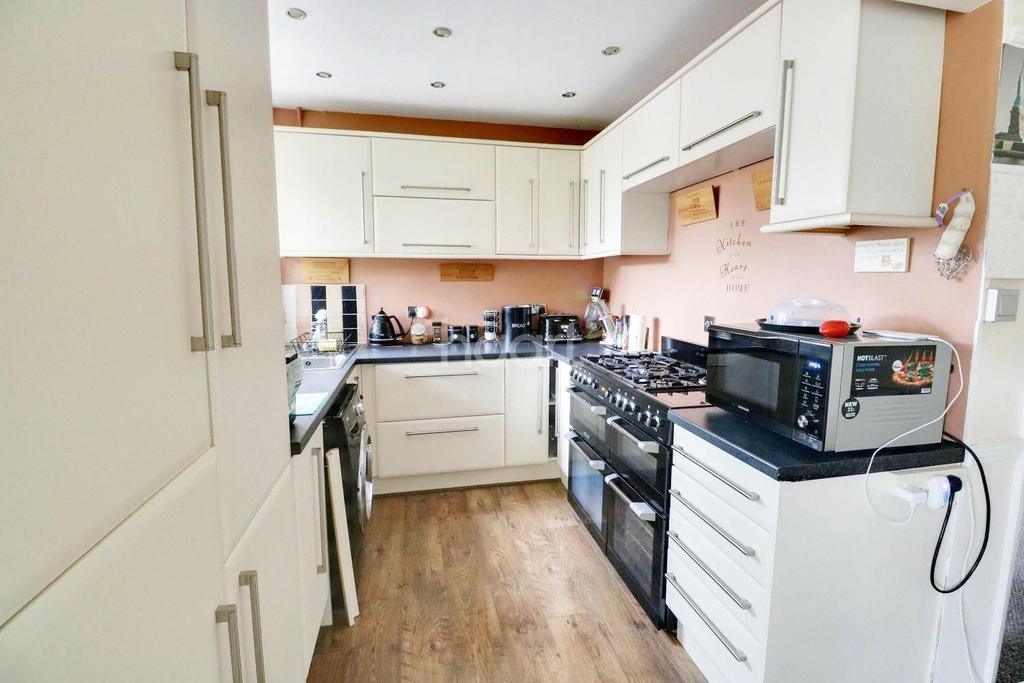 3 Bedrooms Terraced House for sale in Warminster Raod, London, SE25