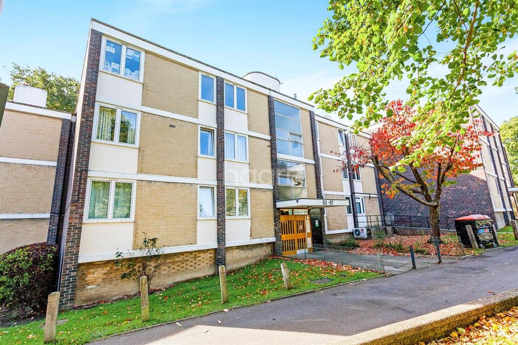 3 Bedrooms Flat for sale in Winterfold Close, Southfields