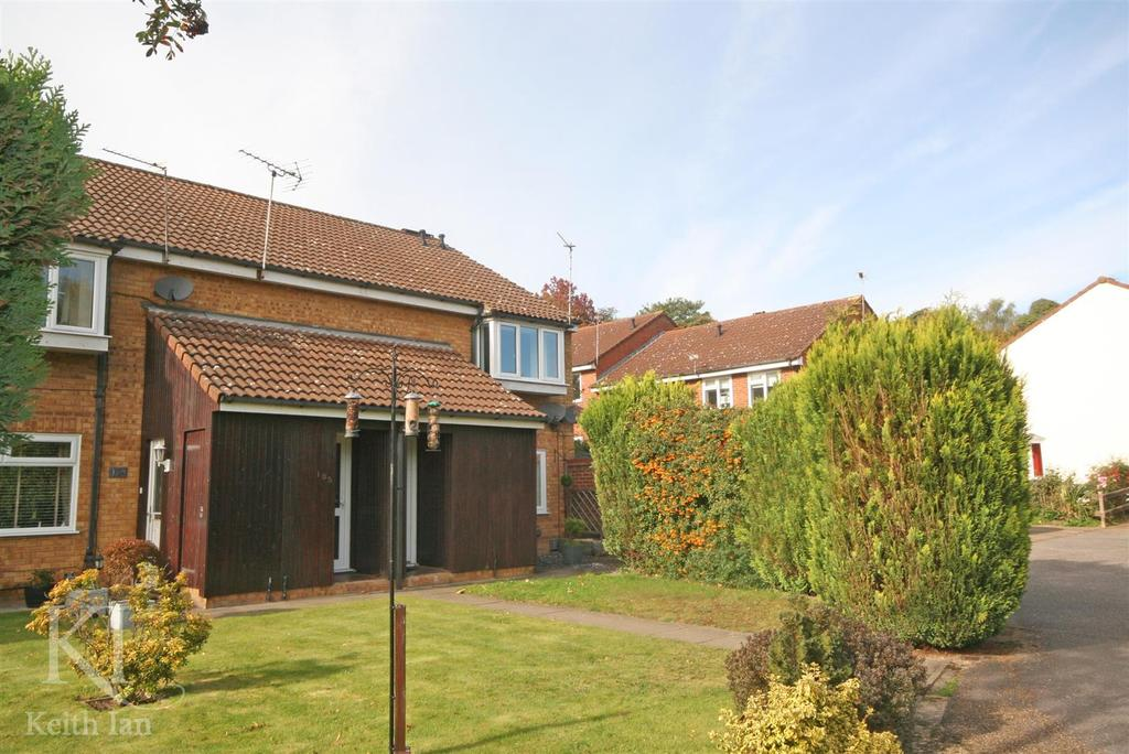 2 Bedrooms Maisonette Flat for sale in G / Floor with Private Garden, The Hyde, Ware