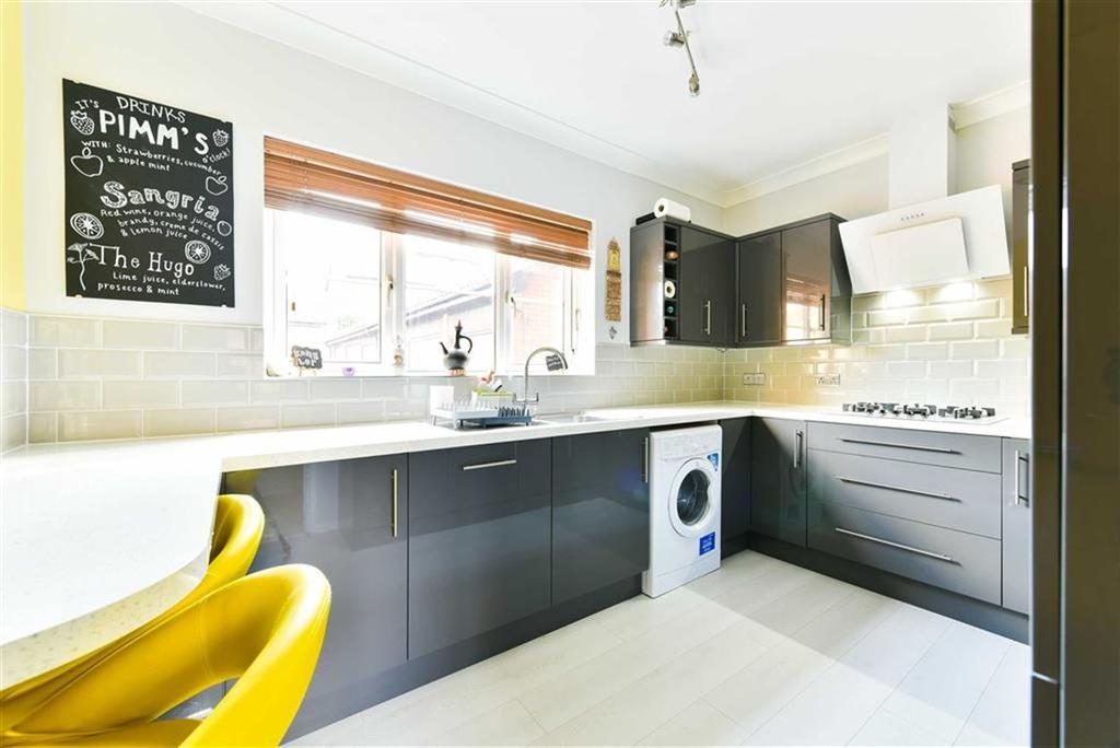 1 Bedroom Flat for sale in Lower Dunnymans, Banstead, Surrey