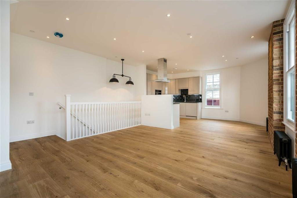 2 Bedrooms Flat for sale in Sovereign Way, St Albans, Hertfordshire