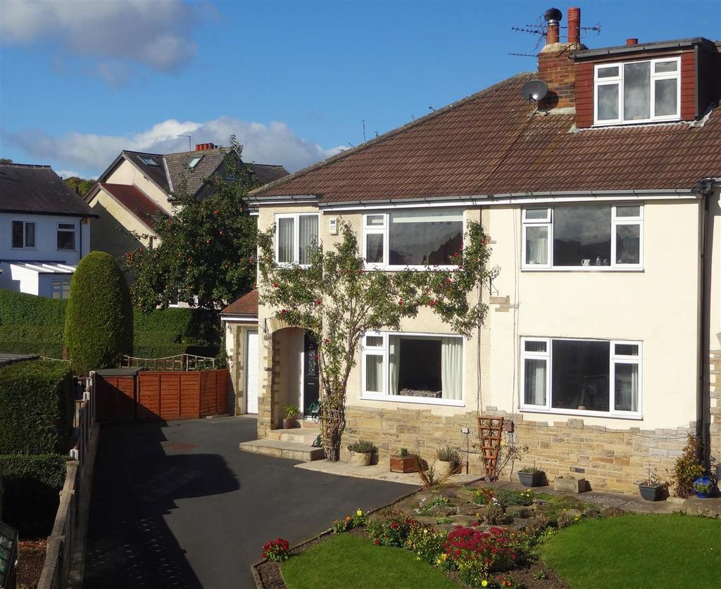 4 Bedrooms Semi Detached House for sale in Victoria Close, Horsforth