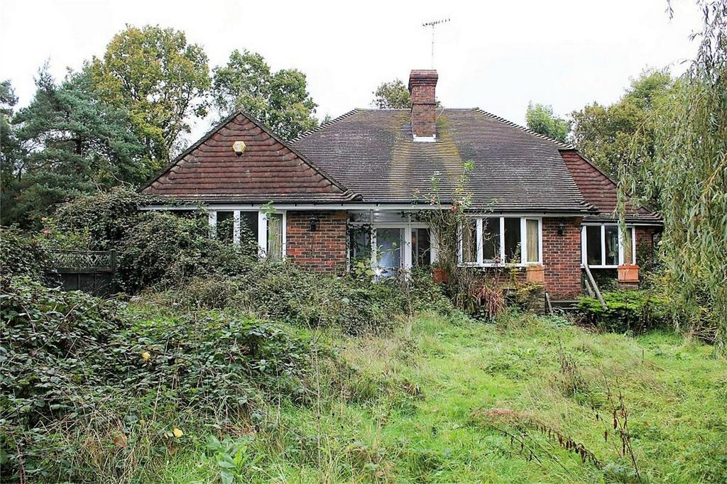 2 Bedrooms Detached Bungalow for sale in Forewood Lane, CROWHURST, East Sussex