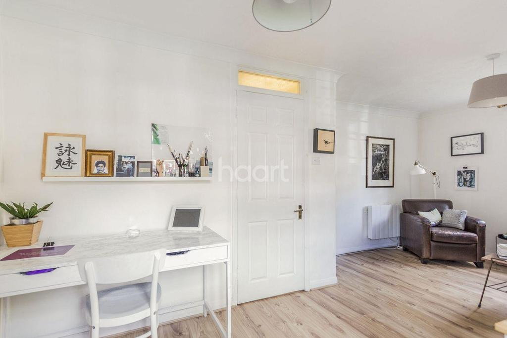 2 Bedrooms Flat for sale in Gables Close SE5