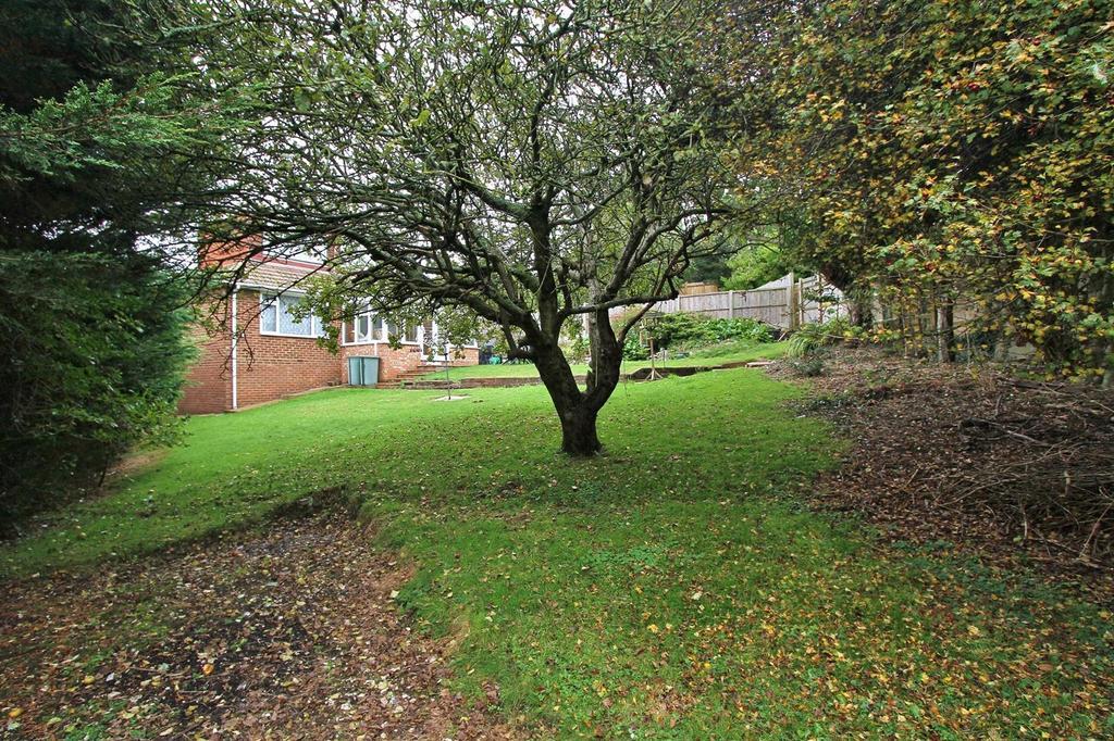 4 Bedrooms Detached Bungalow for sale in Burnham Close