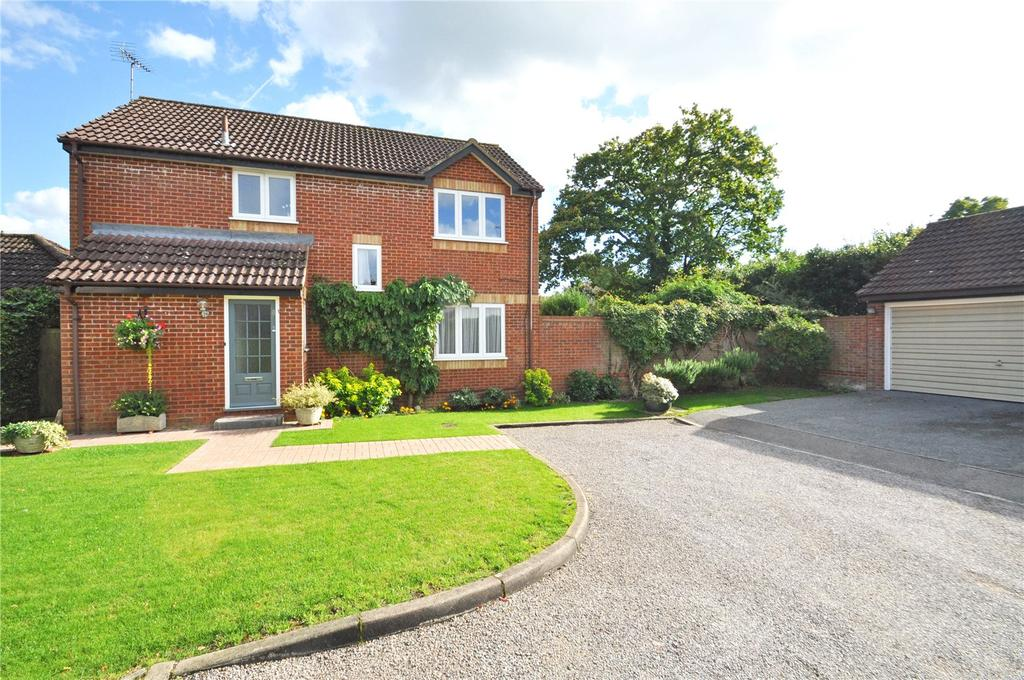 4 Bedrooms Detached House for sale in Rowan Close, Bricket Wood, St. Albans, Hertfordshire