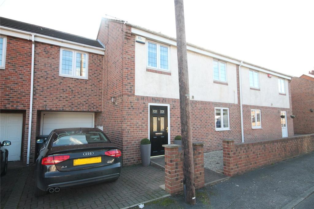3 Bedrooms Semi Detached House for sale in Broomfield Mews, Church Hill, Royston, S71