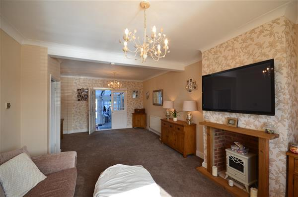 3 Bedrooms Terraced House for sale in Newham Way, East Ham