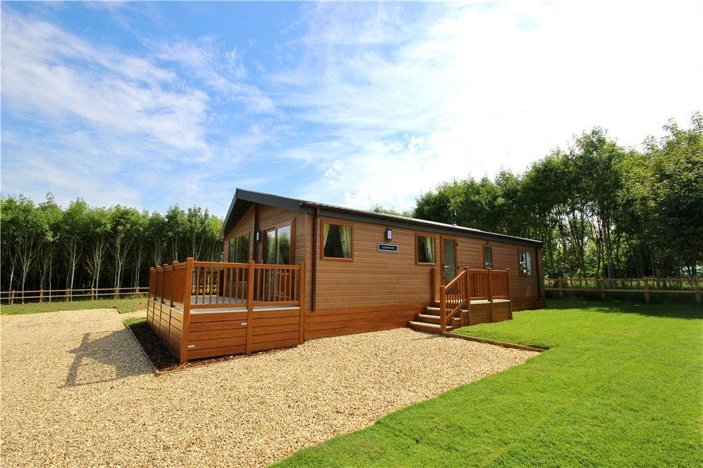 2 Bedrooms Detached Bungalow for sale in Bournewood Lodge Park, Bourne Road, Defford, Worcestershire, WR8