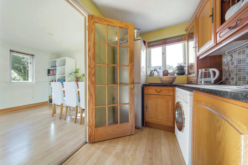 2 Bedrooms Flat for sale in Woodgate Drive, SW16