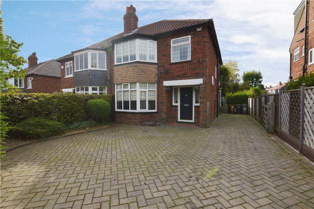 3 Bedrooms Semi Detached House for sale in Church Gardens, Leeds