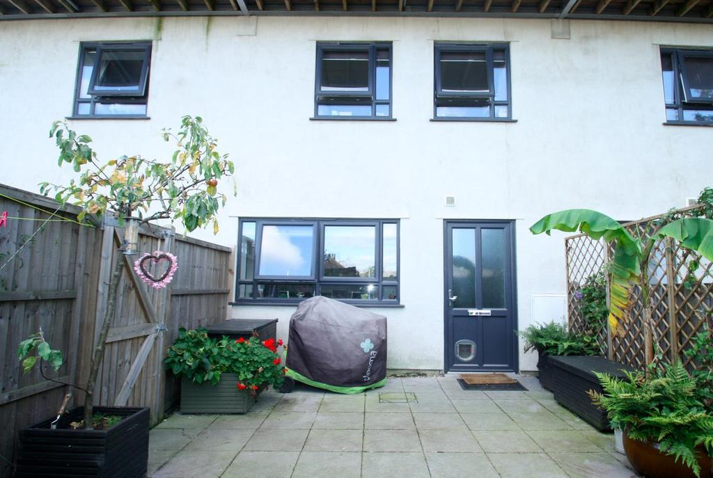 2 Bedrooms Flat for sale in London Road, Leigh On Sea