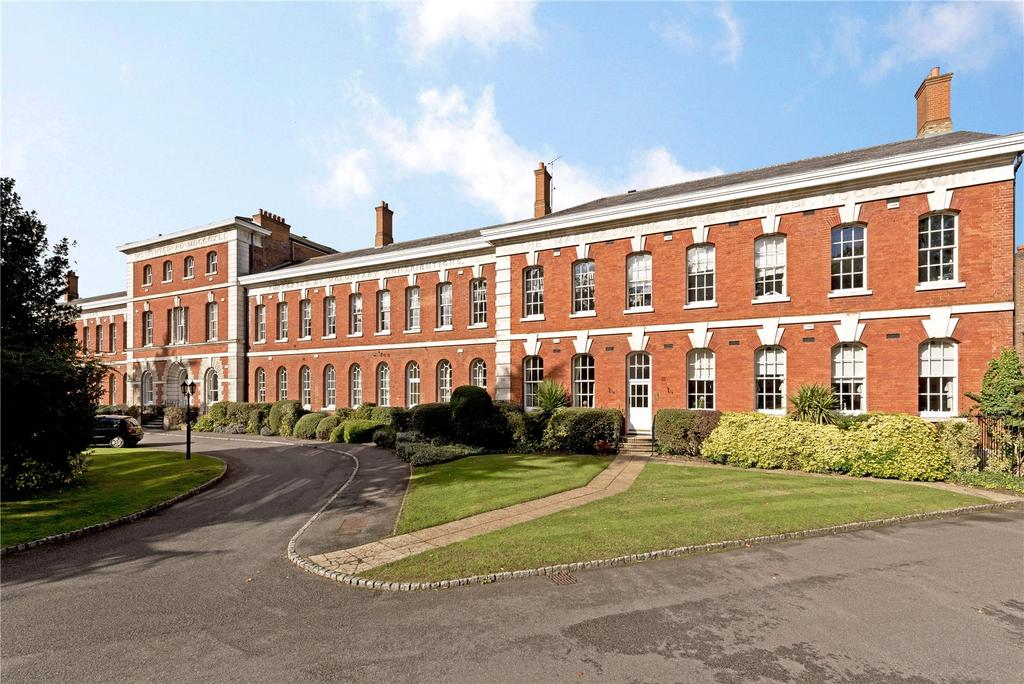 2 Bedrooms Flat for sale in Ellesmere Place, Walton-on-Thames, Surrey, KT12