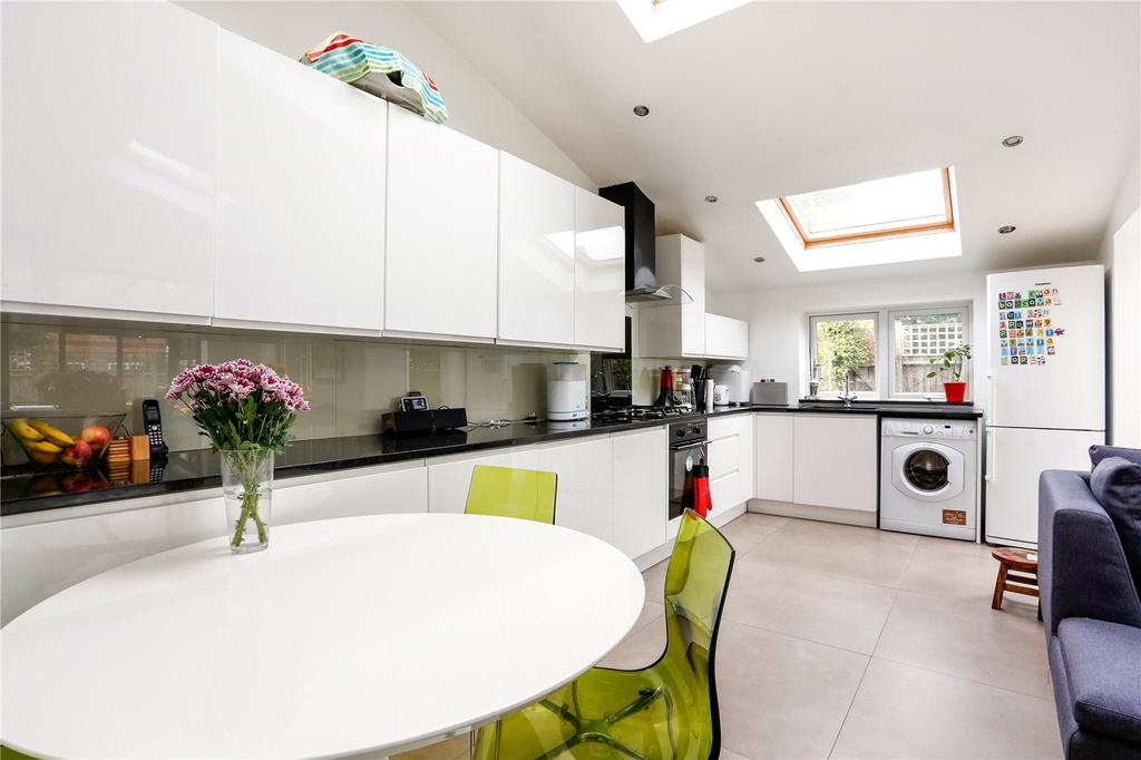 2 Bedrooms End Of Terrace House for sale in Dickinson Square, Croxley Green, Rickmansworth, Hertfordshire, WD3
