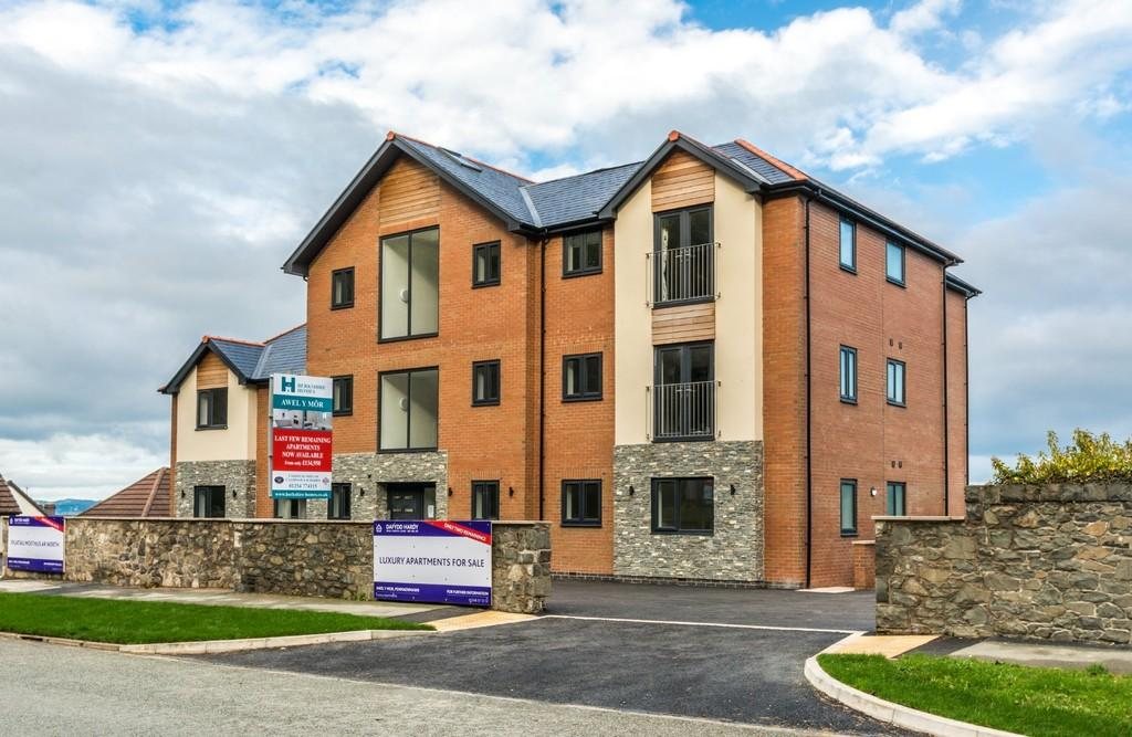 2 Bedrooms Apartment Flat for sale in Awel Y Mor, Penmaenmawr, North Wales
