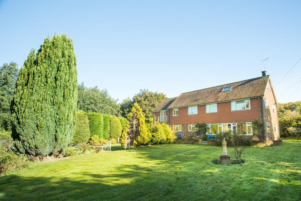 5 Bedrooms Detached House for sale in Hailsham road, Nr Hankham, East Sussex, BN24 5BS