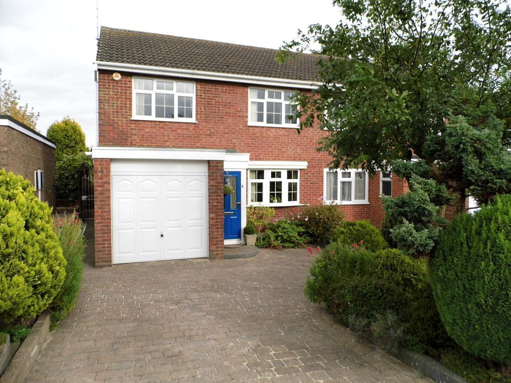 3 Bedrooms Semi Detached House for sale in Manor Road, Rothwell, NN14 6JE