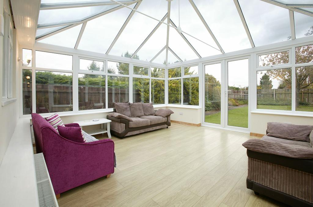 3 Bedrooms Detached Bungalow for sale in Grove Road, Hethersett