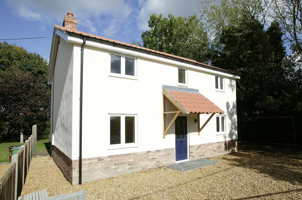 3 Bedrooms Detached House for sale in West Carr Road, Attleborough
