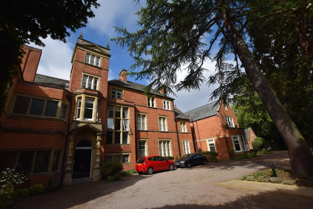 2 Bedrooms Flat for sale in St Bernards Road, Solihull