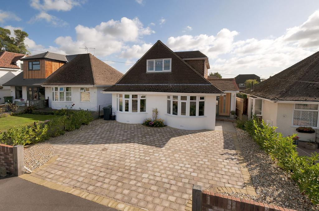 4 Bedrooms Detached Bungalow for sale in Cavendish Way, Bearsted