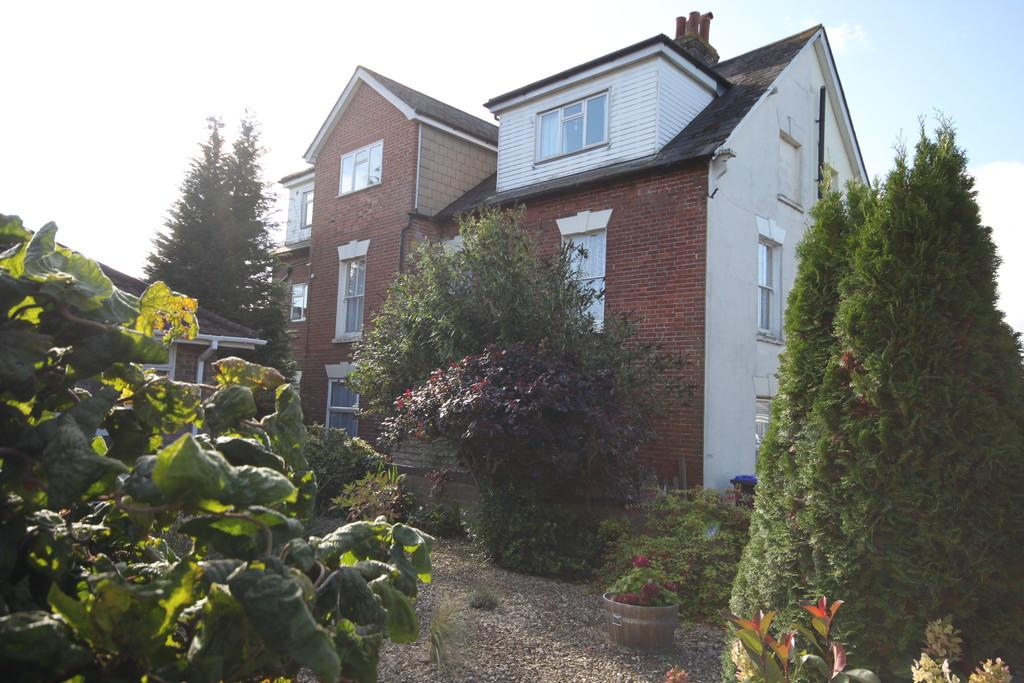 1 Bedroom Apartment Flat for sale in GORRINGE ROAD, SALISBURY, WILTSHIRE, SP2 7JA