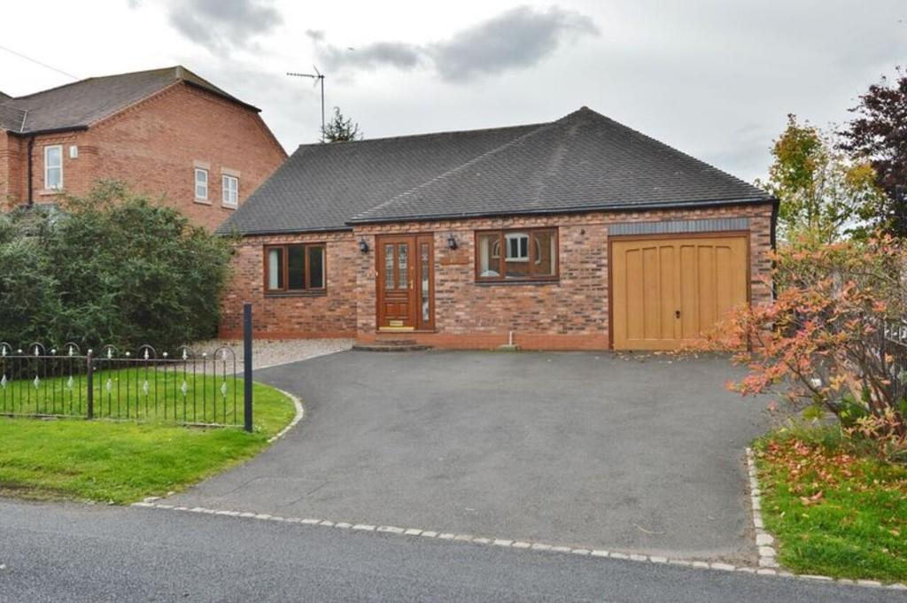 3 Bedrooms Detached Bungalow for sale in West Butts Road, Etchinghill