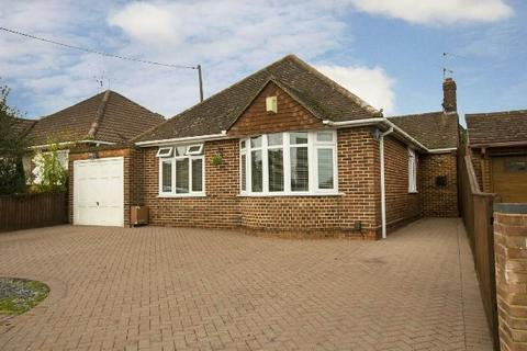 3 bedroom detached bungalow for sale - Silverdale Road, Earley, Reading