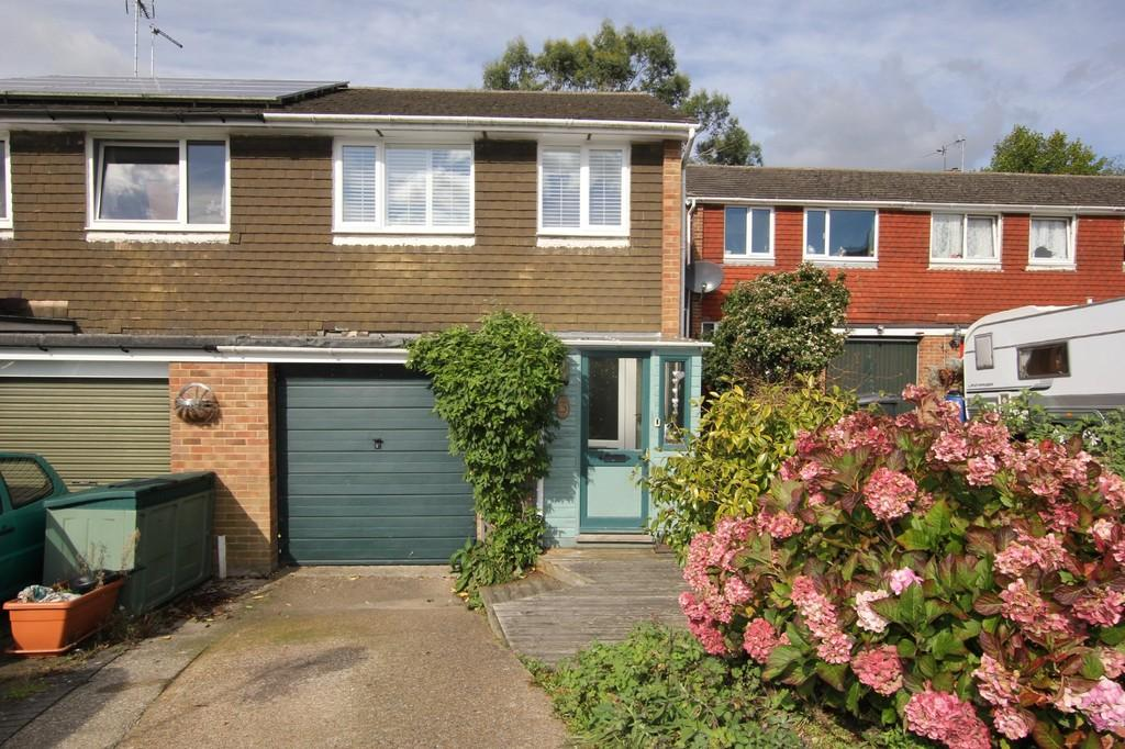 3 Bedrooms End Of Terrace House for sale in Wren Close, Heathfield