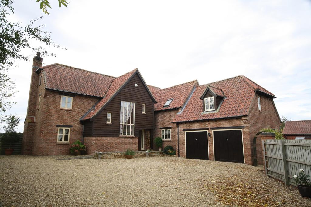 5 Bedrooms Detached House for sale in Cawthorpe
