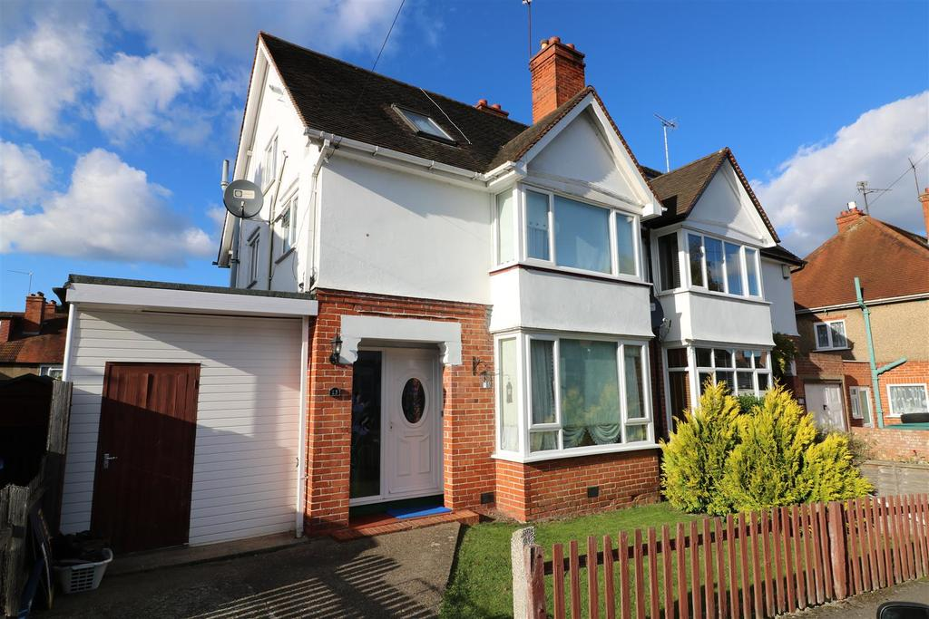 4 Bedrooms Semi Detached House for sale in Boston Avenue, Reading