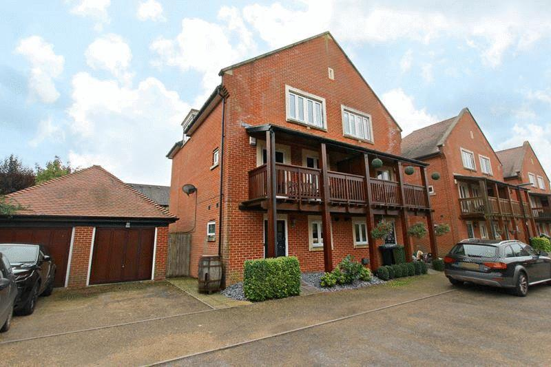 4 Bedrooms Semi Detached House for sale in Anzio Gardens, Caterham