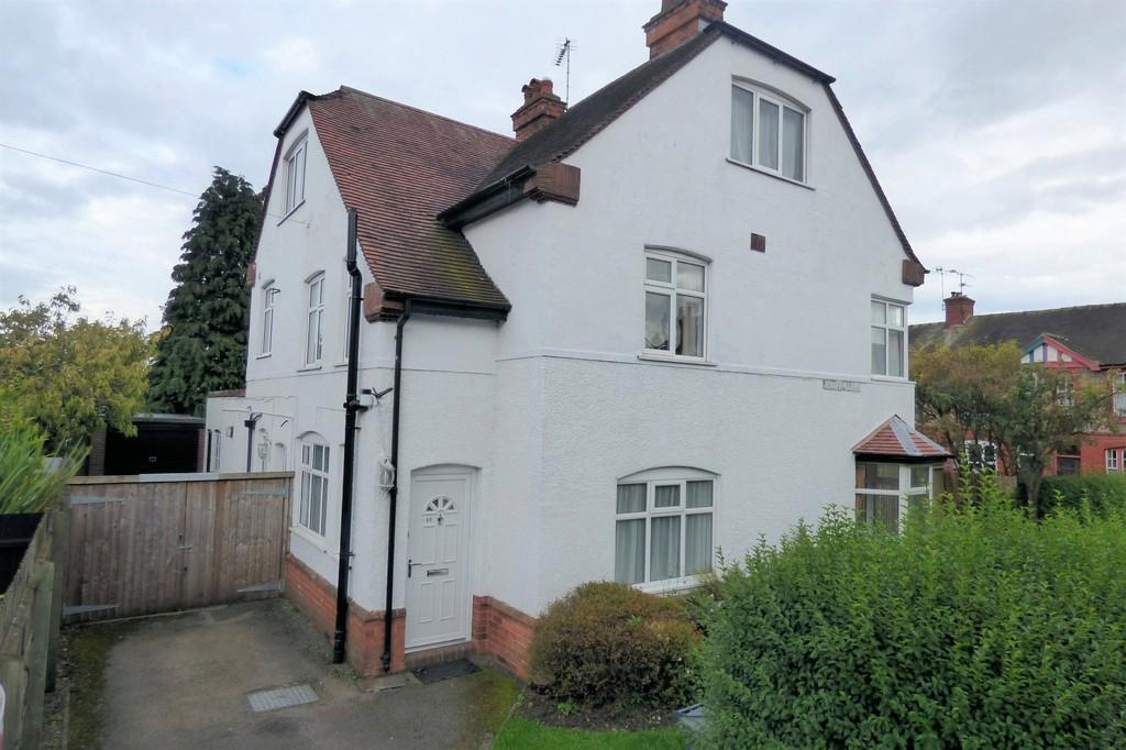 4 Bedrooms Detached House for sale in Fairfield Road, Uttoxeter