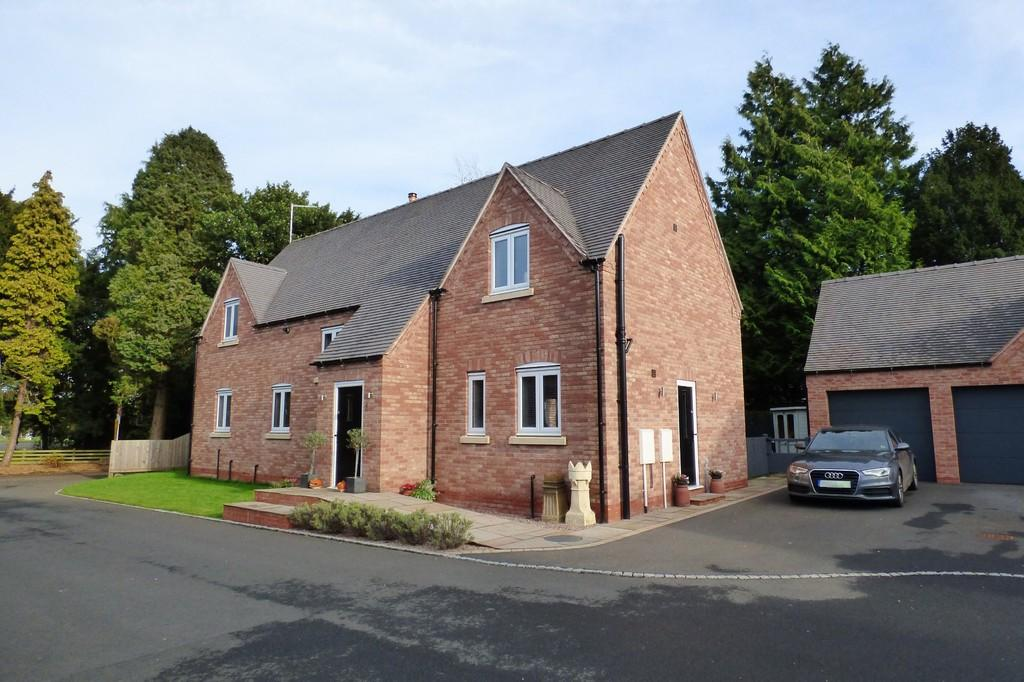 4 Bedrooms Detached House for sale in Stafford Road, Weston, Stafford
