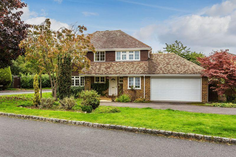 4 Bedrooms Detached House for sale in Merrow Park, Guildford