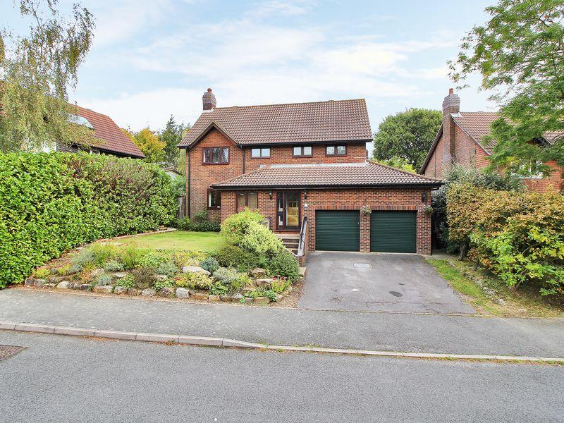 4 Bedrooms Detached House for sale in Pipers Field, Ridgewood, East Sussex