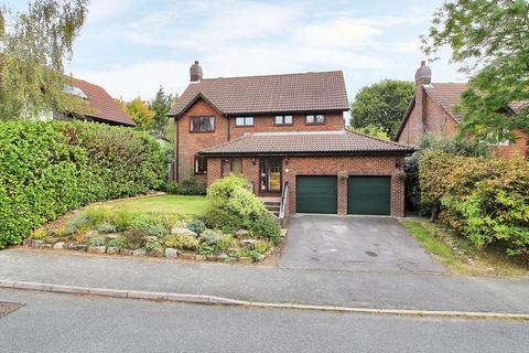 4 bedroom detached house for sale - Pipers Field, Ridgewood, East Sussex