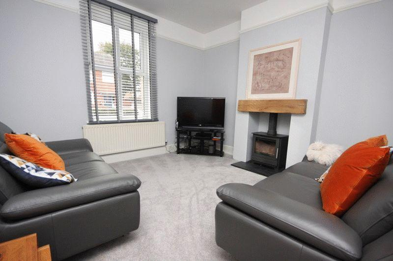 3 Bedrooms Terraced House for sale in Baguley Road, Sale