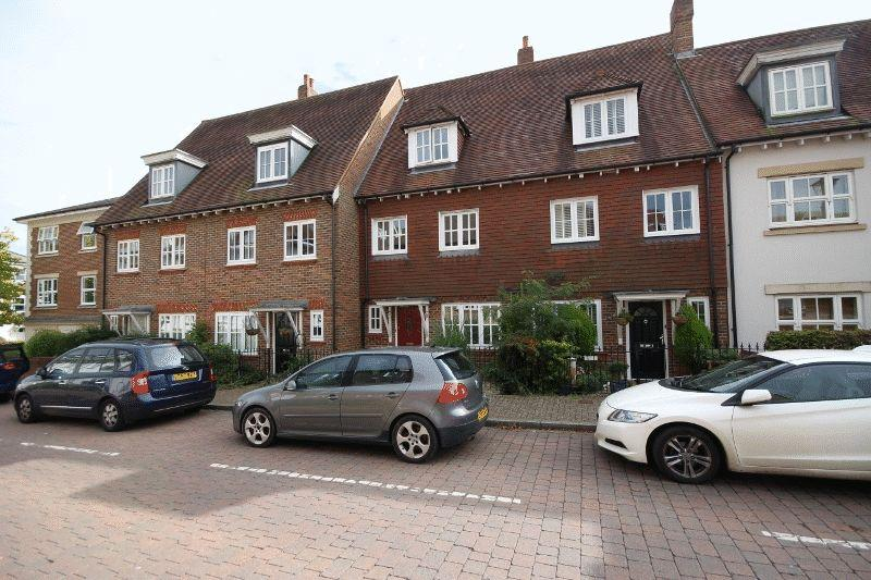 3 Bedrooms Town House for sale in Updown Hill, Bolnore Village, Haywards Heath
