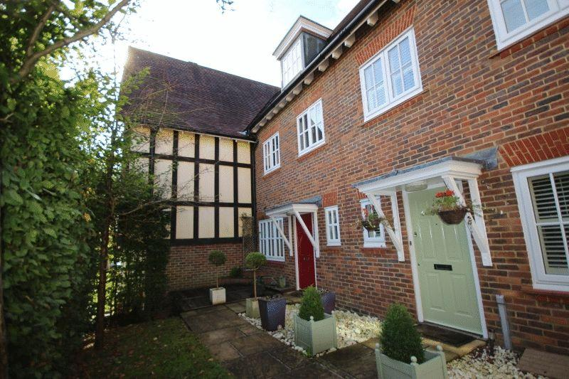 3 Bedrooms House for sale in Updown Hill, Bolnore Village, Haywards Heath