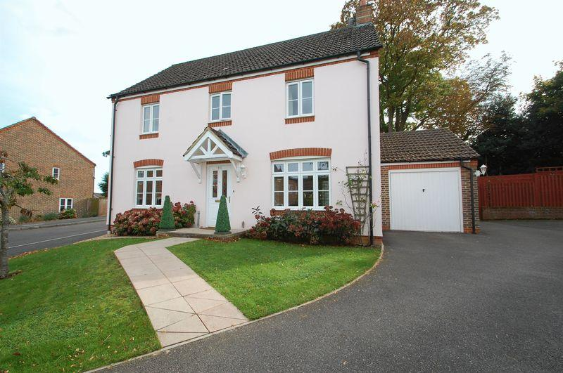 4 Bedrooms Detached House for sale in Gammon Close, Petersfield, Hampshire