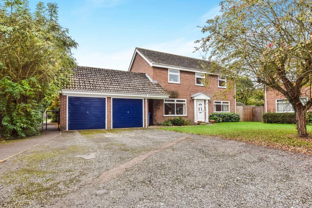 4 Bedrooms Detached House for sale in Spanbies Road, Stratford St. Mary, CO7 6YH