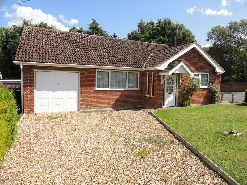 3 Bedrooms Bungalow for sale in Beverley Way, Drayton, Norwich