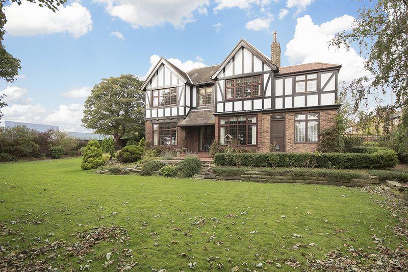 5 Bedrooms Detached House for sale in Westacres Crescent, Fenham