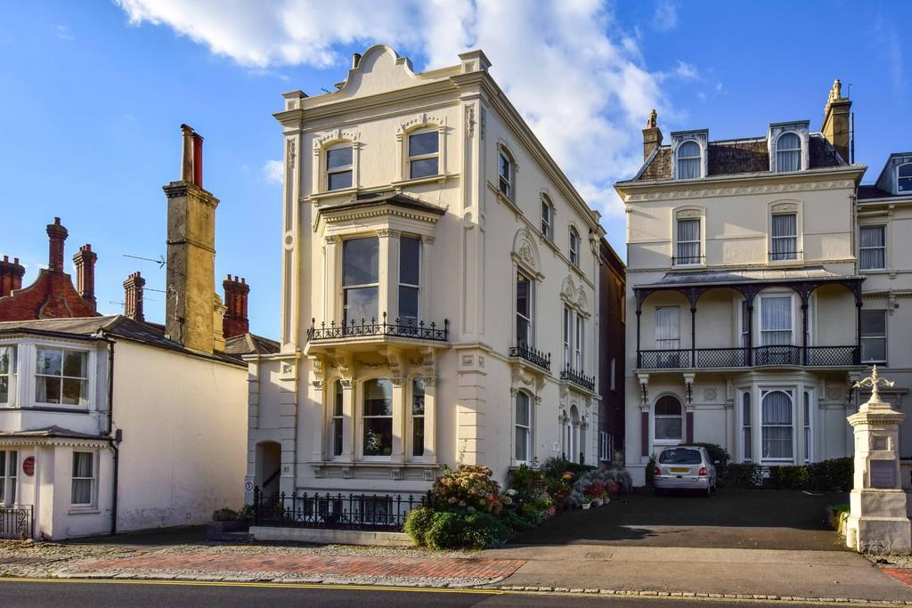 2 Bedrooms Penthouse Flat for sale in Mount Ephraim, Tunbridge Wells