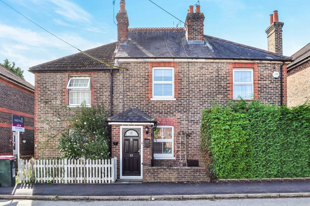 2 Bedrooms Terraced House for sale in Hazelwick Road, Three Bridges