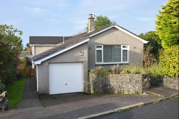4 Bedrooms Bungalow for sale in 52 TENDERAH ROAD, HELSTON, TR13
