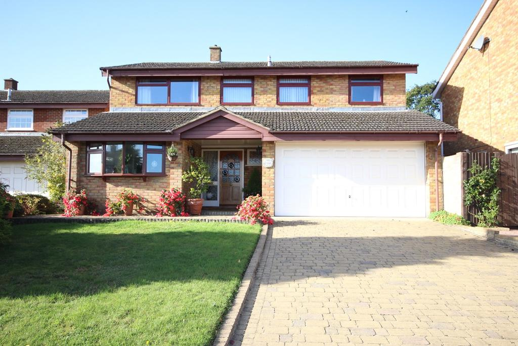 5 Bedrooms Detached House for sale in Elm Drive, Silsoe, MK45